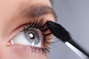 Best-Way-To-Apply-Mascara-598x399