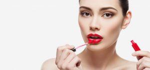 Apply-Lip-Gloss-Perfectly