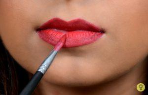 lipstick-with-a-lip-brush