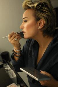Using Kiki Lipstick